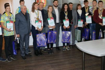 v-zaporozhe-yunye-grebczy-gotovyatsya-popolnit-ryady-sbornoj-ukrainy-video.jpg