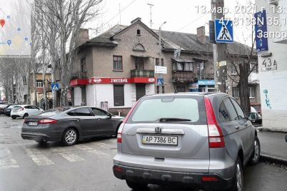 v-zaporozhe-za-odin-den-na-narushitelej-parkovki-vozle-rynkov-vypisali-shtrafov-na-35-tysyach-griven.jpg