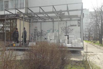 v-zaporozhe-za-sooruzhenie-nezakonnoj-pristrojki-v-zhilom-dome-sostavili-adminprotokol.jpg