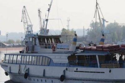v-zaporozhe-zapustyat-dopolnitelnyj-rejs-rechnogo-transporta.jpg