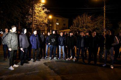 v-zaporozhe-zhgli-fajery-pod-zdaniem-sbu-v-protest-protiv-podpisaniya-formuly-shtajnmajera-fotoreportazh.jpg