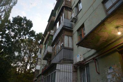 v-zaporozhe-zhiteli-odnogo-iz-domov-chetvertyj-mesyacz-bezuspeshno-pytayutsya-smenit-upravlyayushhuyu-kompaniyu.jpg