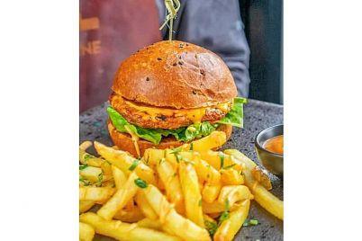 v-zaporozhskih-zavedeniyah-nachali-podavat-burgery-s-kotletoj-iz-rastitelnogo-myasa-1.jpg