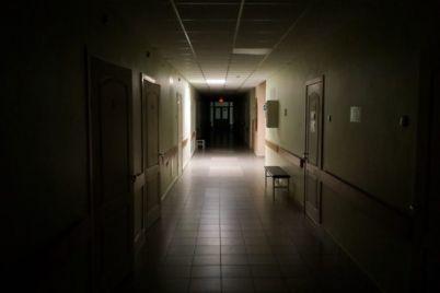 v-zaporozhskoj-bolnicze-paczienty-delyat-palatu-s-merzkimi-nasekomymi-video.jpg