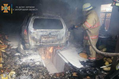 v-zaporozhskoj-oblasti-8-spasatelej-tushili-zagorevshijsya-garazh-s-avtomobilem-vnutri-foto.jpg