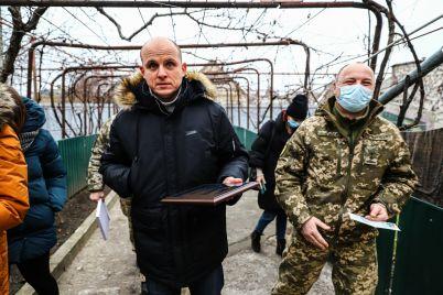 v-zaporozhskoj-oblasti-90-letnij-veteran-oun-poluchil-udostoverenie-uchastnika-boevyh-dejstvij-fotoreportazh.jpg