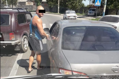 v-zaporozhskoj-oblasti-avtoham-ustroil-razborki-s-voditelem-skoroj-pomoshhi-v-kotoroj-nahodilsya-malenkij-paczient-foto.png