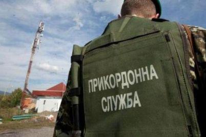v-zaporozhskoj-oblasti-budut-sudit-pogranichnika-kotoryj-zakoval-v-naruchniki-muzhchinu-i-nasilno-ego-uderzhival-video.jpg