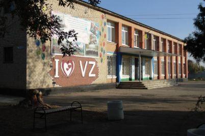 v-zaporozhskoj-oblasti-direktor-selskogo-doma-kultury-stala-zapevaloj-vo-vseh-delah-video.jpg