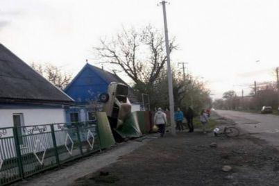 v-zaporozhskoj-oblasti-gore-voditel-postavil-zhiguli-v-vertikalnoe-polozhenie-foto.jpg