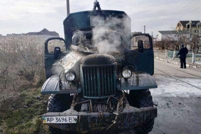 v-zaporozhskoj-oblasti-gorel-raritetnyj-avtomobil-foto.jpg