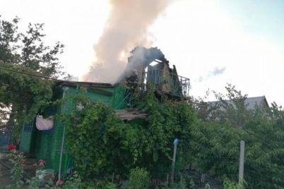 v-zaporozhskoj-oblasti-gorela-dacha-i-chastnyj-dom.jpg