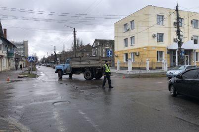 v-zaporozhskoj-oblasti-gruzovik-gaz-sbil-zhenshhinu-foto.jpg
