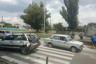 v-zaporozhskoj-oblasti-gruzovik-vrezalsya-v-legkovushku-kotoraya-propuskala-peshehodov-foto.jpg