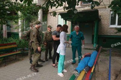 v-zaporozhskoj-oblasti-gvardejczy-spasli-zadyhavshegosya-muzhchinu-foto.jpg