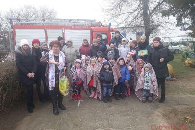 v-zaporozhskoj-oblasti-iz-detskogo-sada-evakuirovali-detej-foto.jpg