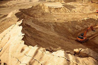 v-zaporozhskoj-oblasti-iz-karera-pytalis-nezakonno-vyvezti-bolee-40-tonn-peska.jpg