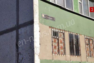v-zaporozhskoj-oblasti-iz-okna-vypal-malchik-rebenok-v-reanimaczii-foto.jpg
