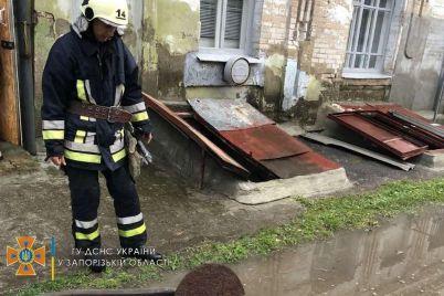 v-zaporozhskoj-oblasti-iz-za-dozhdya-zatopilo-doma-rezultat-nepogody-pokazali-spasateli-foto.jpg