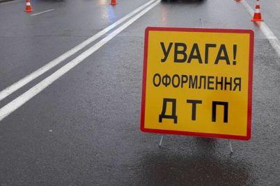 v-zaporozhskoj-oblasti-legkovushka-stolknulas-so-skuterom-est-postradavshie.jpg