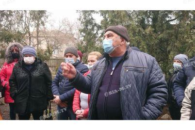 v-zaporozhskoj-oblasti-lyudi-grozyat-perekryt-trassu-foto-video.jpg