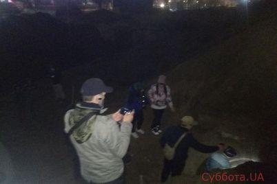 v-zaporozhskoj-oblasti-lyudi-spasli-sobak-kotoryh-zazhivo-zakopali-kommunalshhiki-foto.jpg