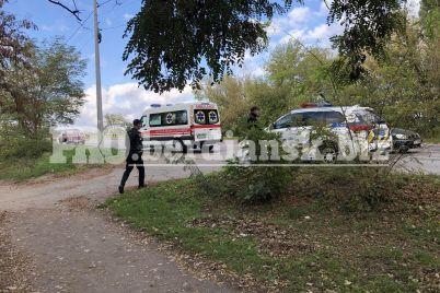 v-zaporozhskoj-oblasti-mashina-vyehala-na-vstrechku-i-vrezalas-v-stolb-na-meste-rabotaet-policziya-i-skoraya-pomoshh-foto.jpg
