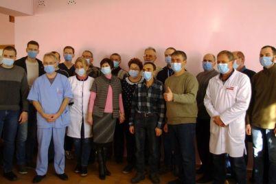 v-zaporozhskoj-oblasti-mer-nagradil-personal-bolniczy-naruchnymi-chasami-foto.jpg