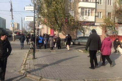 v-zaporozhskoj-oblasti-mitinguyut-protiv-karantina-vyhodnogo-dnya-perekryty-dorogi-v-rajone-rynka-foto.jpg