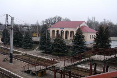 v-zaporozhskoj-oblasti-muzhchina-pokonchil-s-soboj-prygnuv-pod-passazhirskij-poezd.jpg