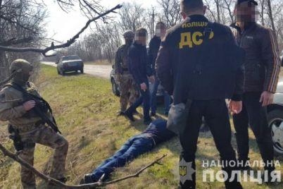 v-zaporozhskoj-oblasti-muzhchina-torgoval-vintovkami-i-granatami-foto.jpg