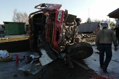 v-zaporozhskoj-oblasti-muzhchina-vyprygnul-iz-neupravlyaemogo-avtomobilya-na-hodu-podrobnosti-foto.jpg