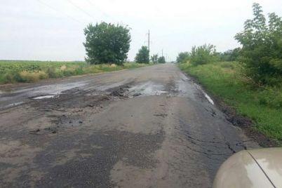v-zaporozhskoj-oblasti-na-doroge-posle-remonta-yam-stalo-eshhyo-bolshe.jpg