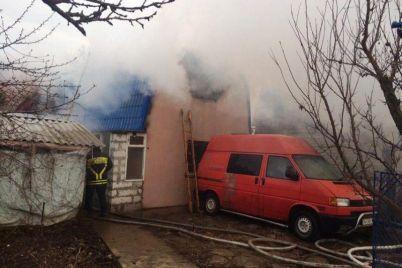 v-zaporozhskoj-oblasti-na-kurorte-zagorelas-dacha.jpg