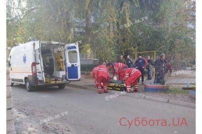 v-zaporozhskoj-oblasti-na-lyudej-upala-metallicheskaya-truba-podrobnosti-proisshestviya-foto.jpg