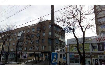 v-zaporozhskoj-oblasti-na-mashiny-svalilsya-mini-bord-foto.jpg