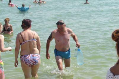 v-zaporozhskoj-oblasti-na-populyarnom-kurorte-proverili-morskuyu-vodu.jpg