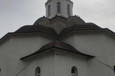 v-zaporozhskoj-oblasti-na-territorii-hrama-est-zoougolok-foto.jpg