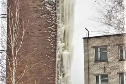 v-zaporozhskoj-oblasti-na-vodonapornoj-bashne-poyavilas-20-metrovaya-sosulka-fotofakt.jpg