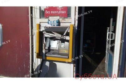 v-zaporozhskoj-oblasti-neizvestnye-krushili-bankomat-foto.jpg