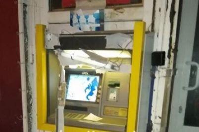 v-zaporozhskoj-oblasti-neizvestnye-razvorotili-bankomat.jpg