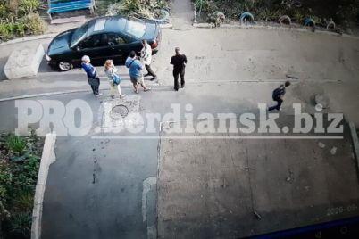 v-zaporozhskoj-oblasti-neizvestnyj-nochyu-oblil-kislotoj-avto-video-foto.jpg