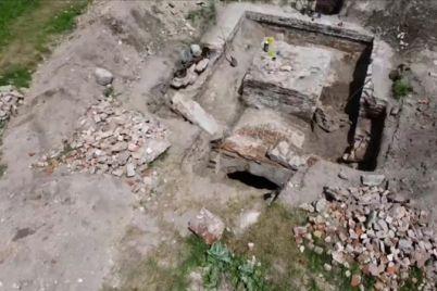 v-zaporozhskoj-oblasti-obnaruzhili-ostatki-starinnogo-hrama-i-sklepa-foto.jpg