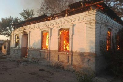 v-zaporozhskoj-oblasti-ogon-ohvatil-zhiloj-dom.jpg
