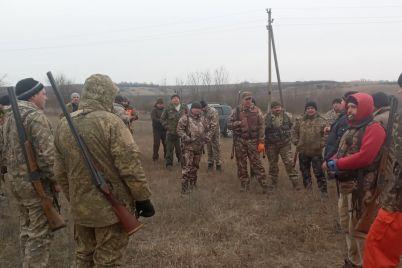 v-zaporozhskoj-oblasti-ohotniki-zastrelili-stayu-lisicz-i-volkov-foto.jpg