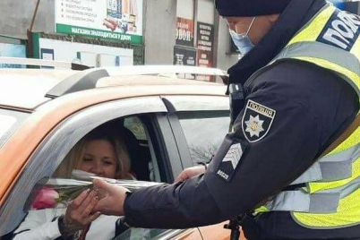 v-zaporozhskoj-oblasti-patrulnye-massovo-ostanavlivali-zhenshhin-voditelej-foto.jpg