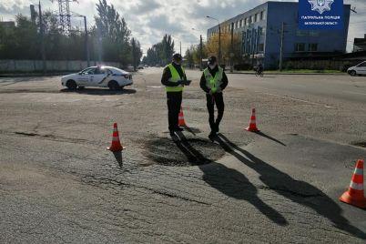 v-zaporozhskoj-oblasti-patrulnye-proveli-massovye-proverki-foto.jpg