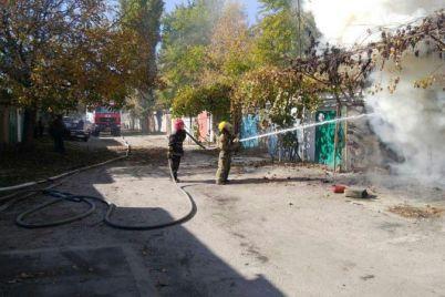 v-zaporozhskoj-oblasti-pensioner-pytalsya-potushit-goryashhuyu-inomarku-i-obgorel.jpg