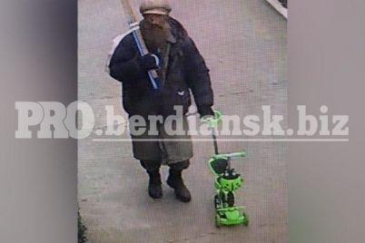 v-zaporozhskoj-oblasti-pensioner-ugnal-detskij-samokat-foto.jpg