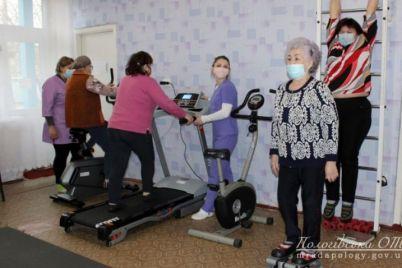 v-zaporozhskoj-oblasti-pensionery-osvaivayut-sportivnye-trenazhery.jpg